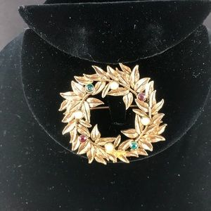 Vintage golden wreath brooch pearls, red and green